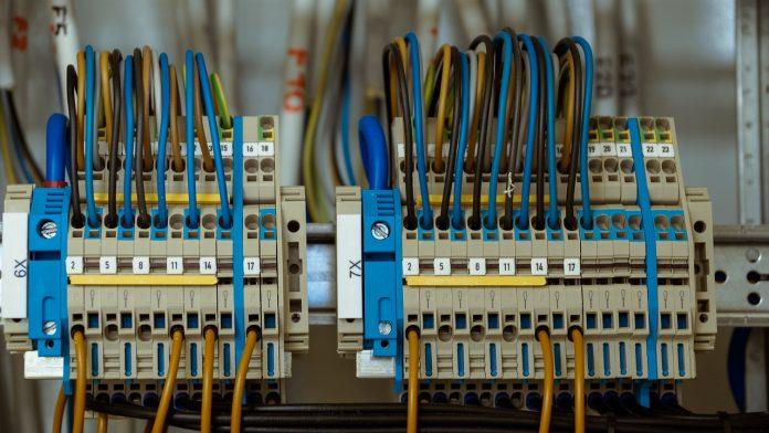 לוחות חשמל